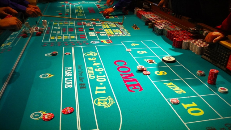 """Pass Line/Don 't Pass and """"Free Odds """" (The Main Game)"""